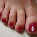 How to apply nail polish at the foot